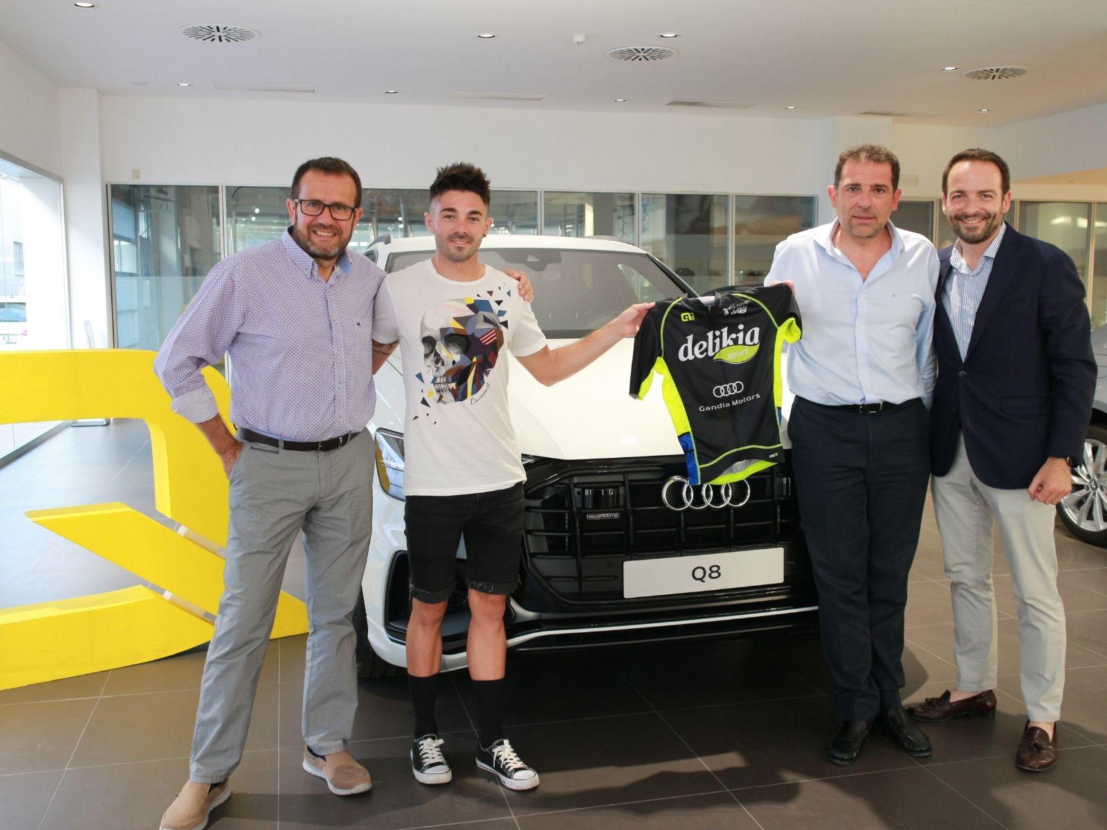 Audi Gandia Motors se vuelca con el equipo de triatlón del CA Safor