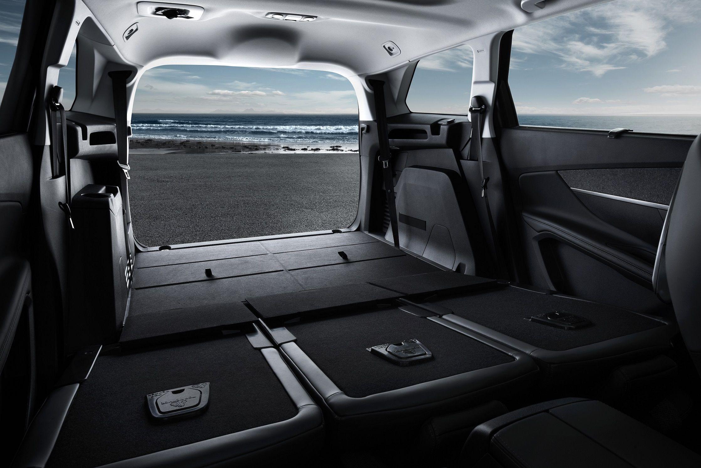 Las vacaciones se llenan de espacio y confort con el Nuevo Peugeot 508 SW y el Peugeot 5008