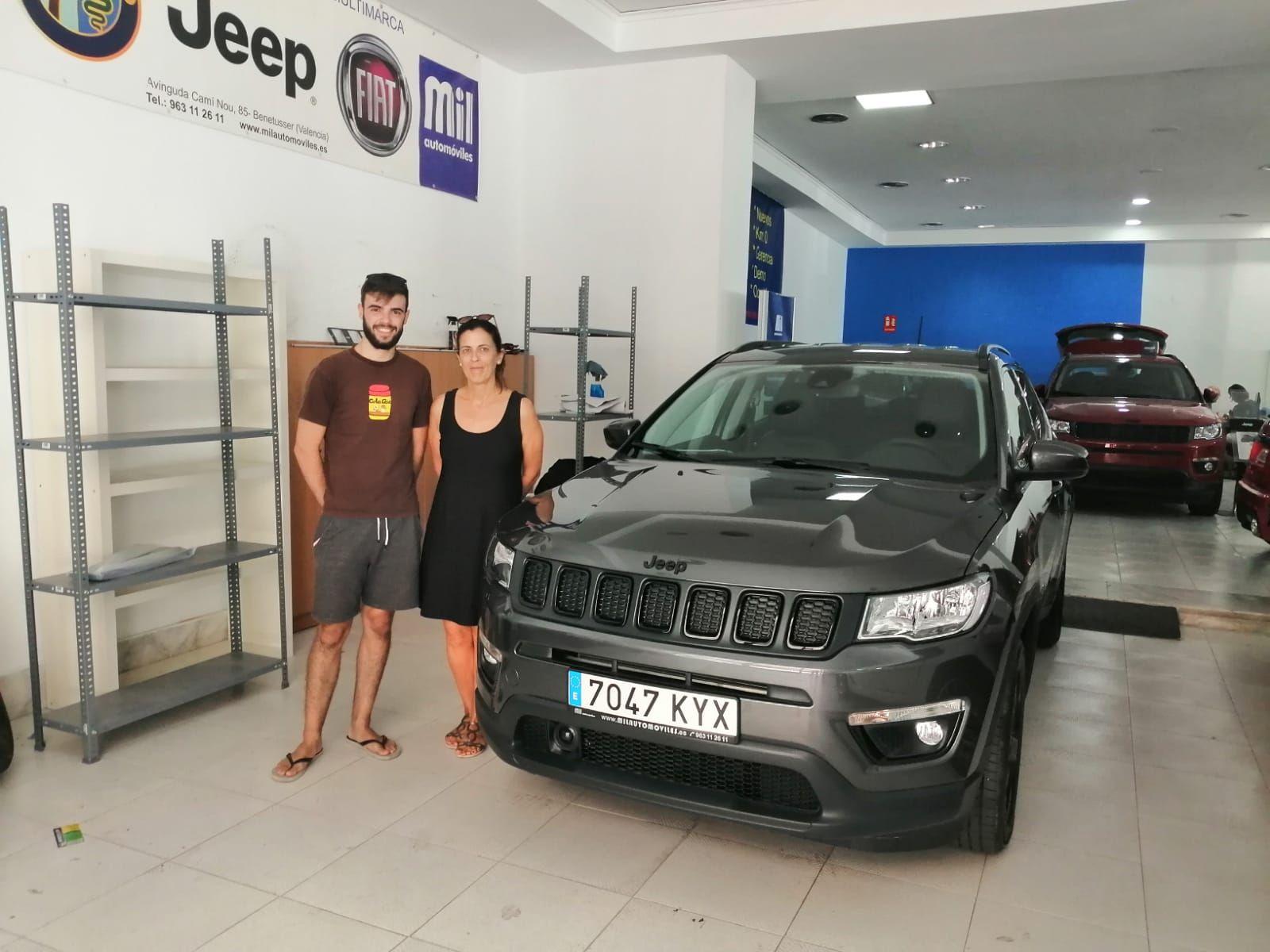 Entrega a Susana y Mario de un Jeep Compass
