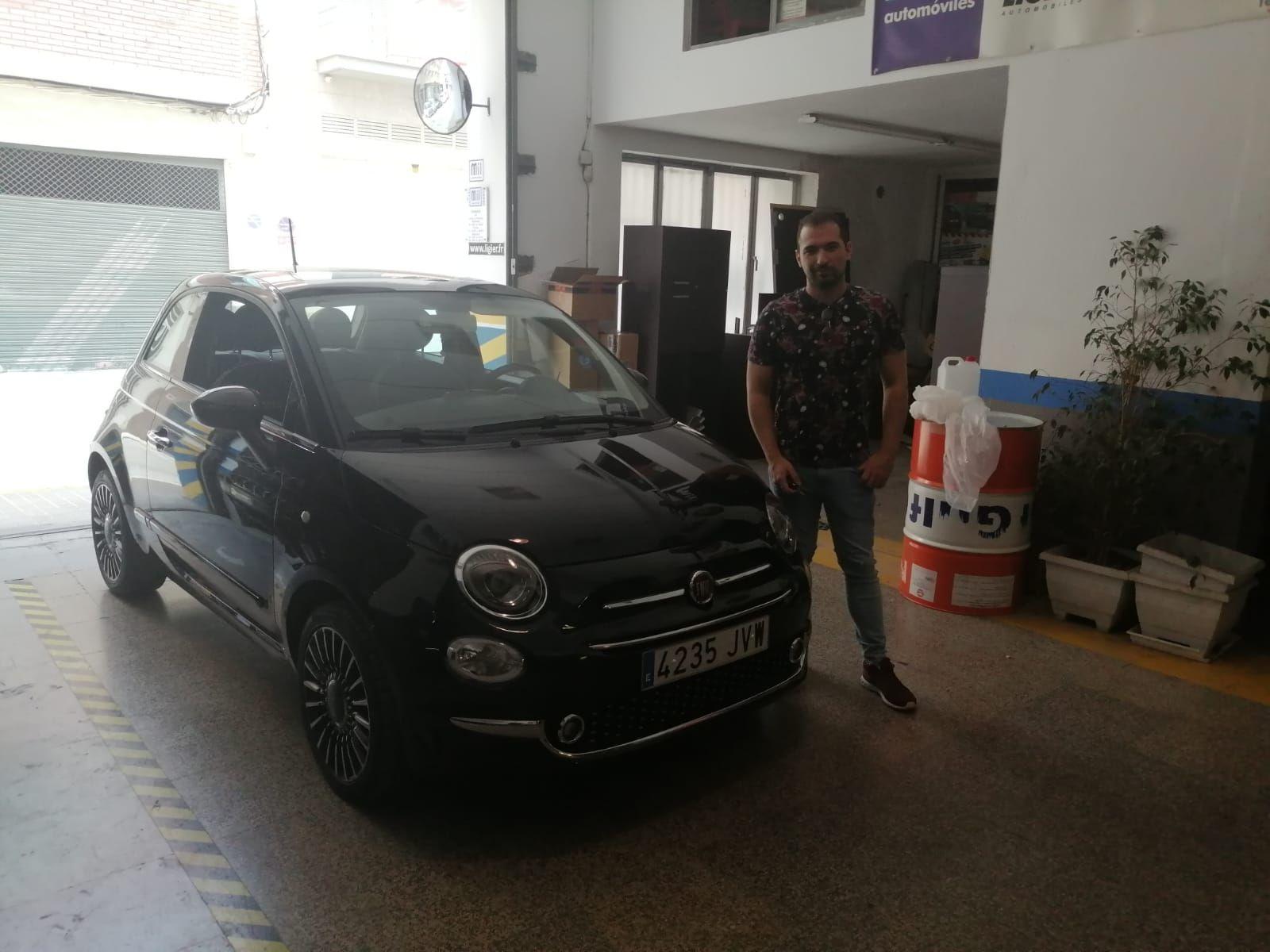 Entrega a David de un Fiat 500