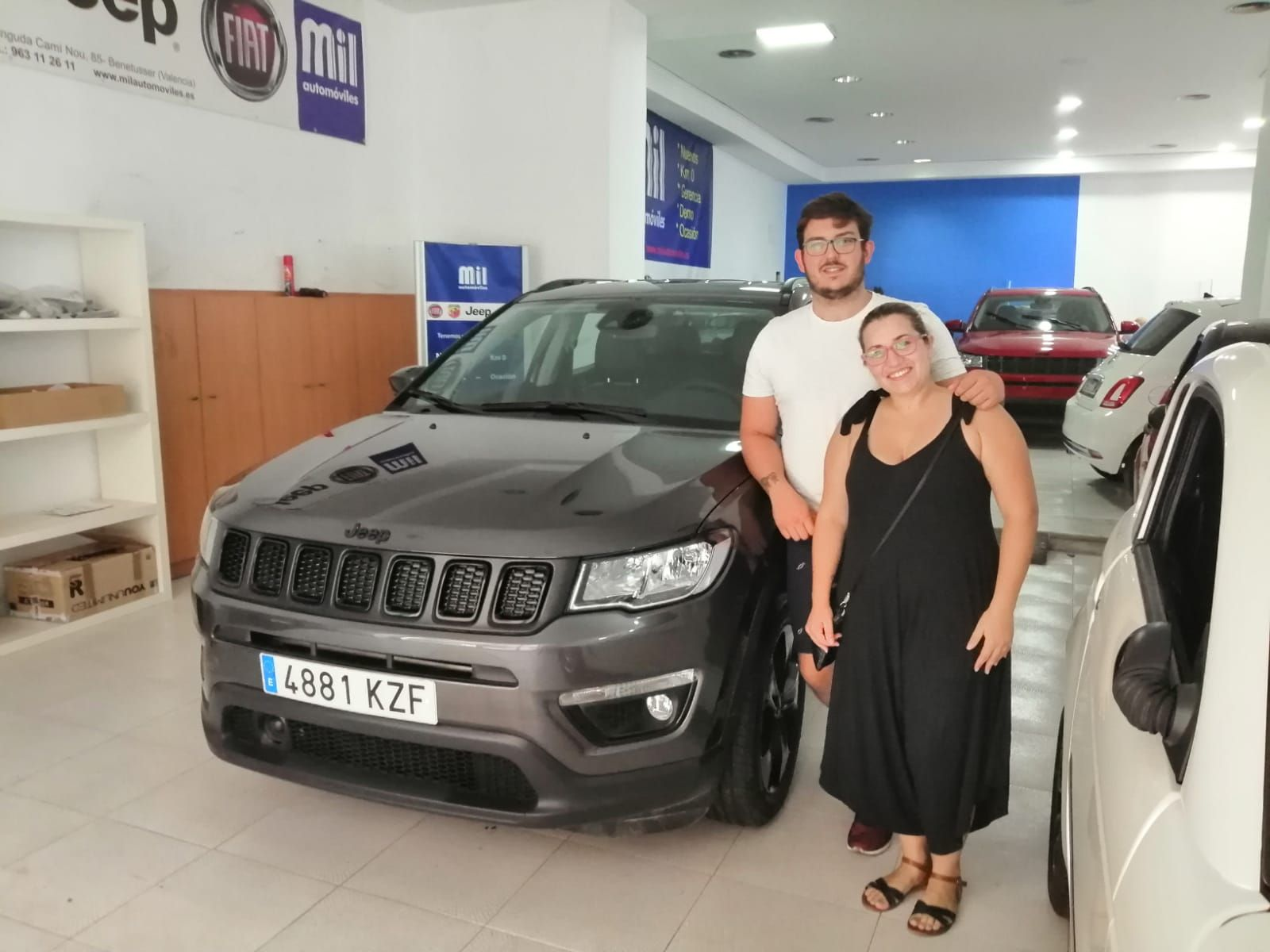 Entrega a Cristina y Rafa de un Jeep Compass Night Eagle