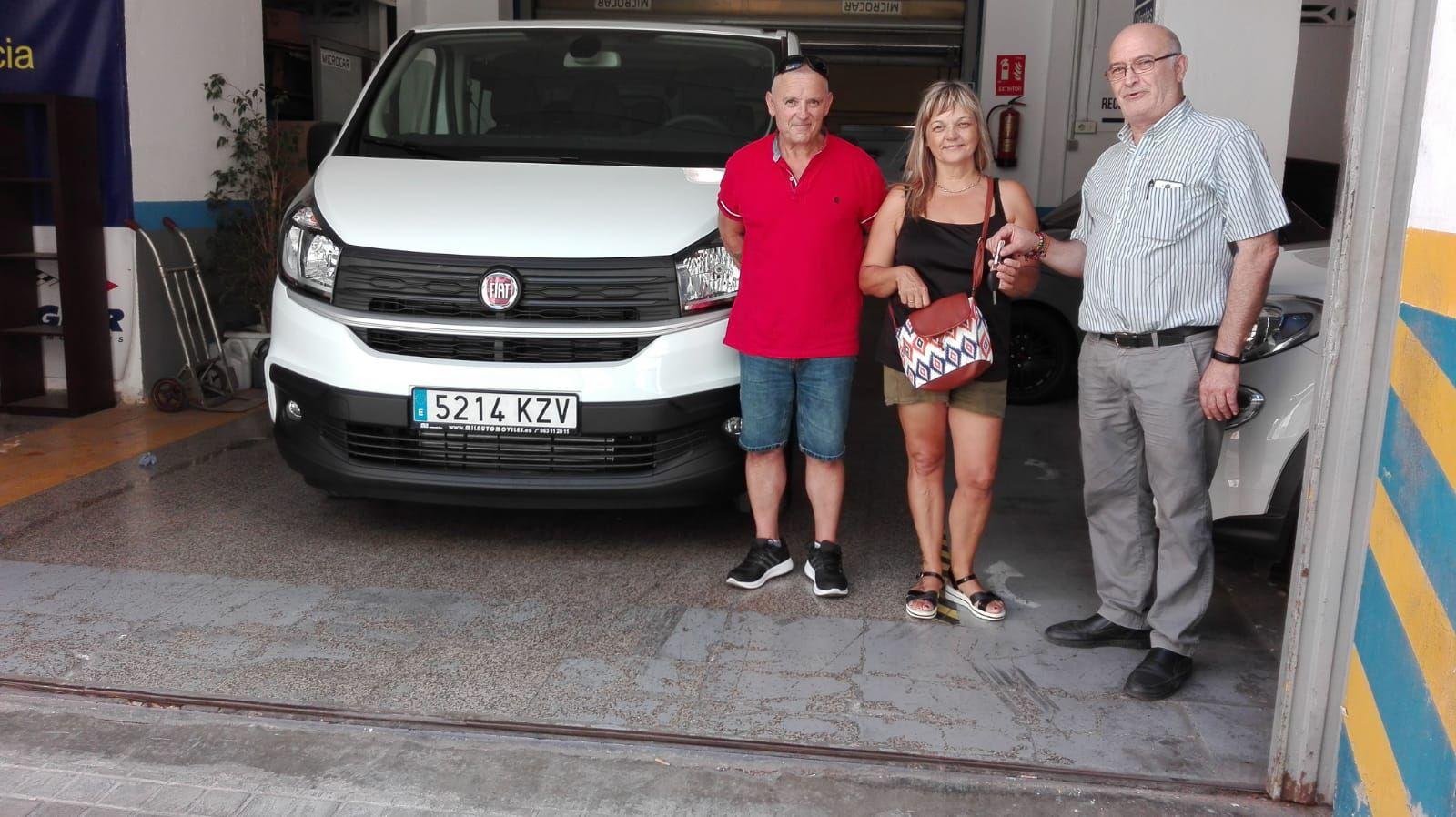 Milautomóviles entrega a Pilar y Roberto un Fiat Talento