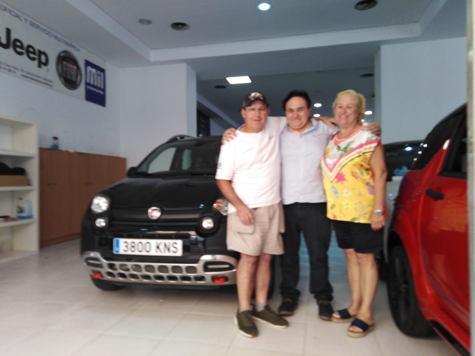 Milautomóviles entrega a Lola y Miguel un Fiat Panda Cross 4X4