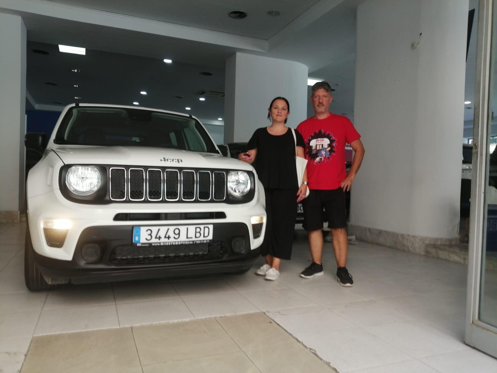 Milautomóviles entrega a Sonia y Salva un Jeep Renegade Sport