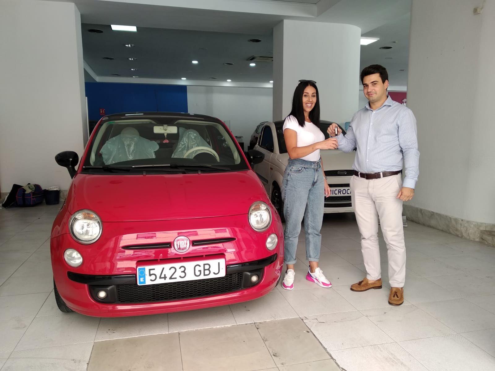 Milautomóviles entrega a Rebeca un Fiat 500
