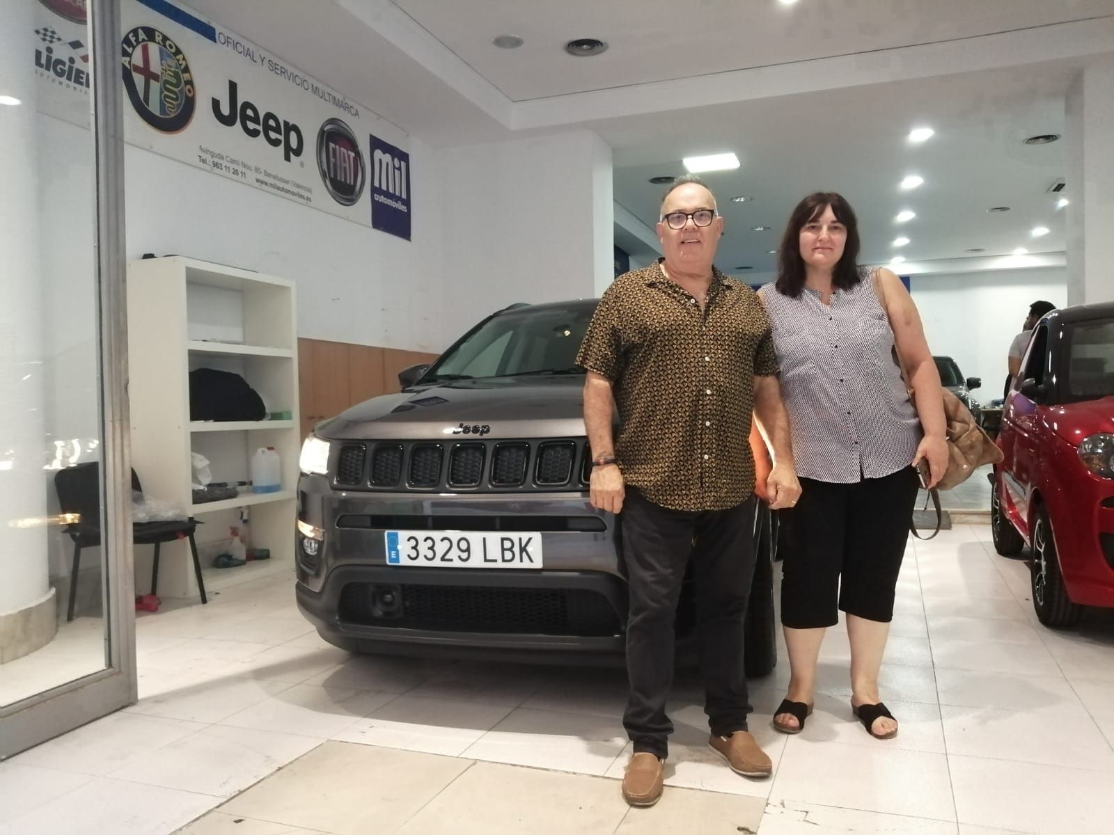 Milautomóviles entrega a Rebeca un Jeep Compass Night Eagle