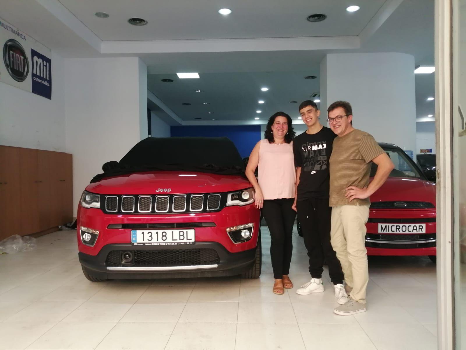 Milautomóviles entrega a la familia Ureña un Jeep Compass Limited