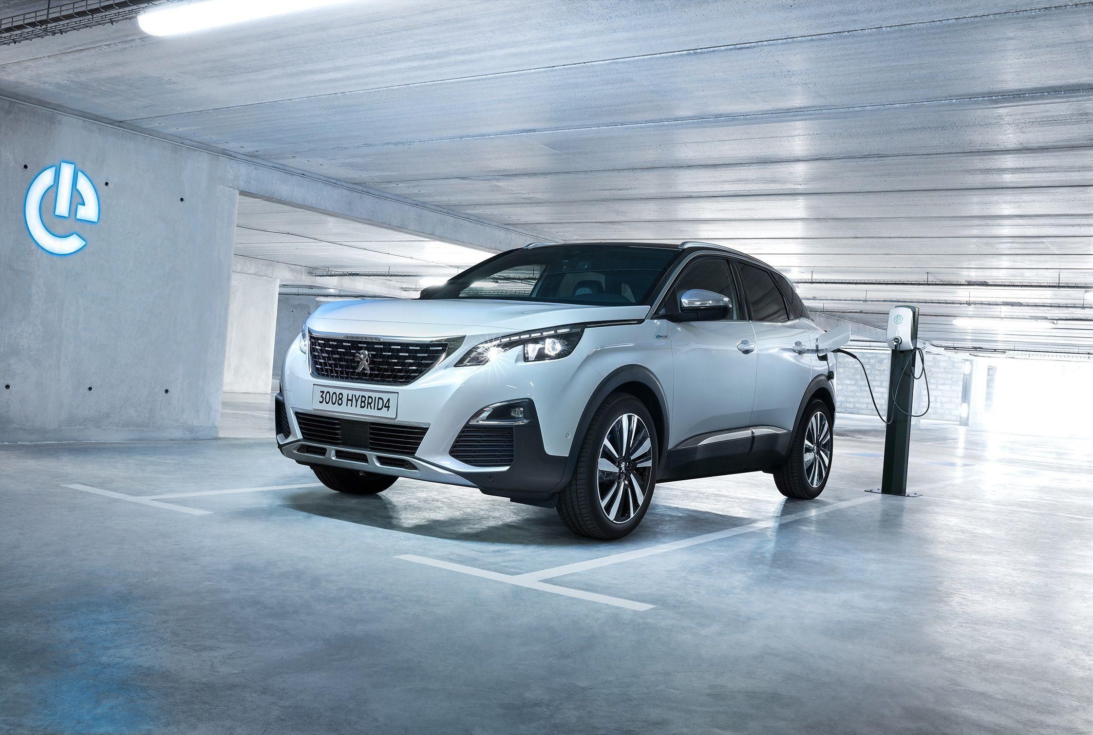 La gama Plug-In Hybrid Peugeot ya está en España: hasta 300 CV y 59 Km de autonomía en modo eléctrico
