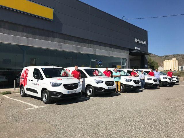 Bodega Los Cabezos S.L. con sus nuevos Opel Combo Cargo.