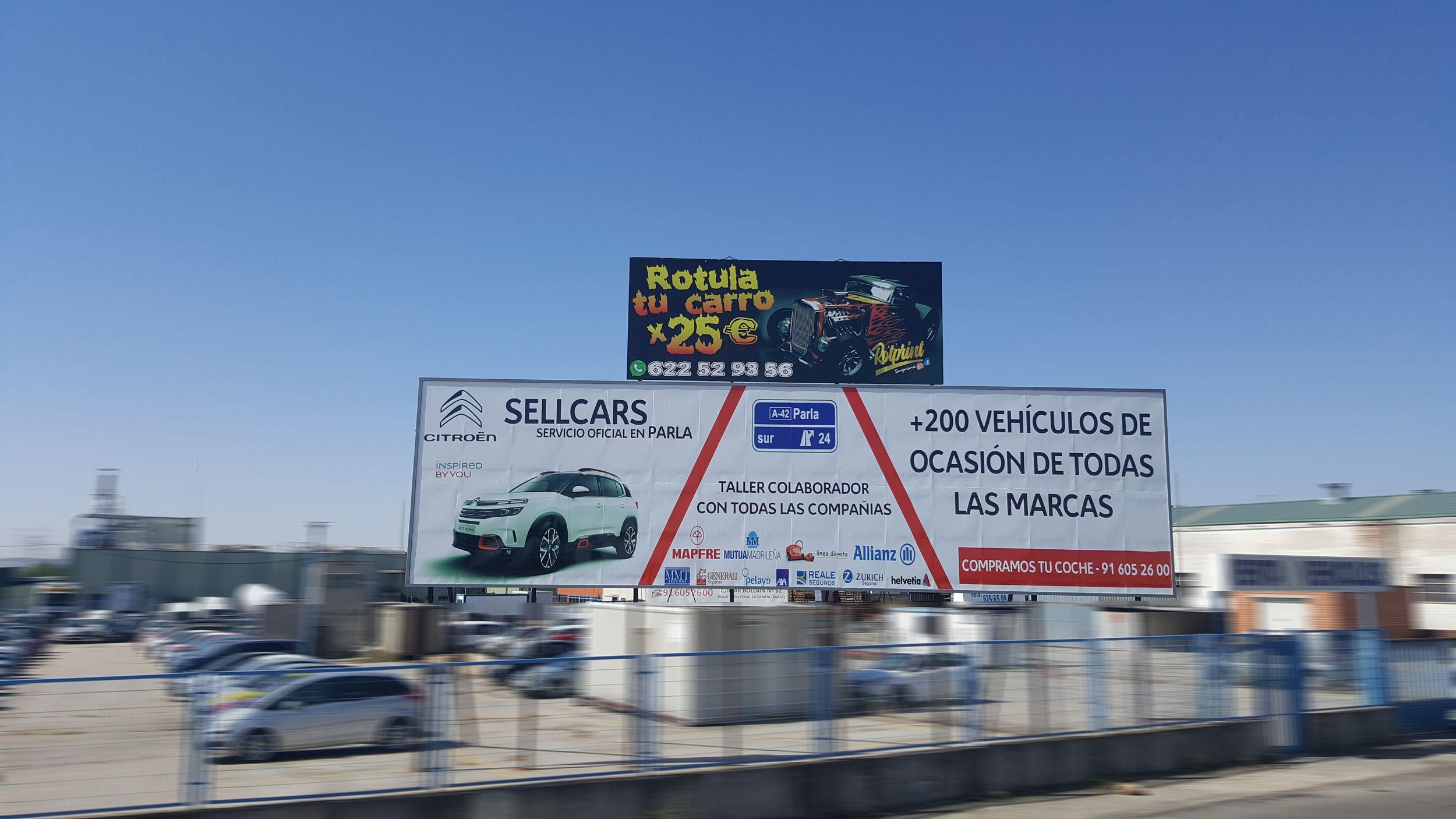 Valla publicitaria en Campa Grupo PSA