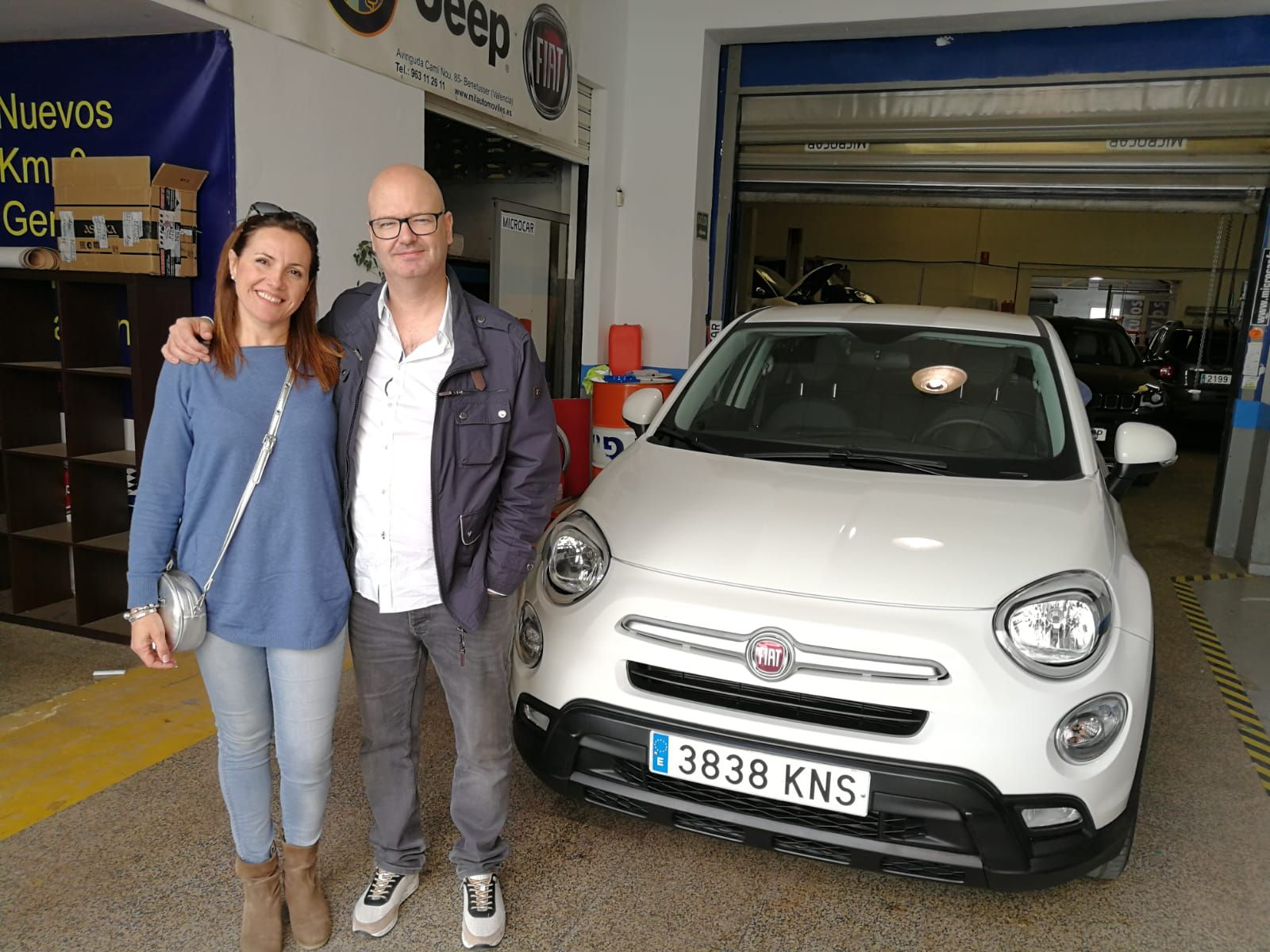Milautomóviles entrega a Silvia y Jonathan  un Fiat 500 X
