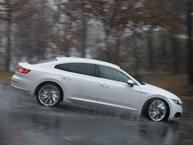 Peligros de conducir con lluvia: de las primeras gotas al aquaplaning