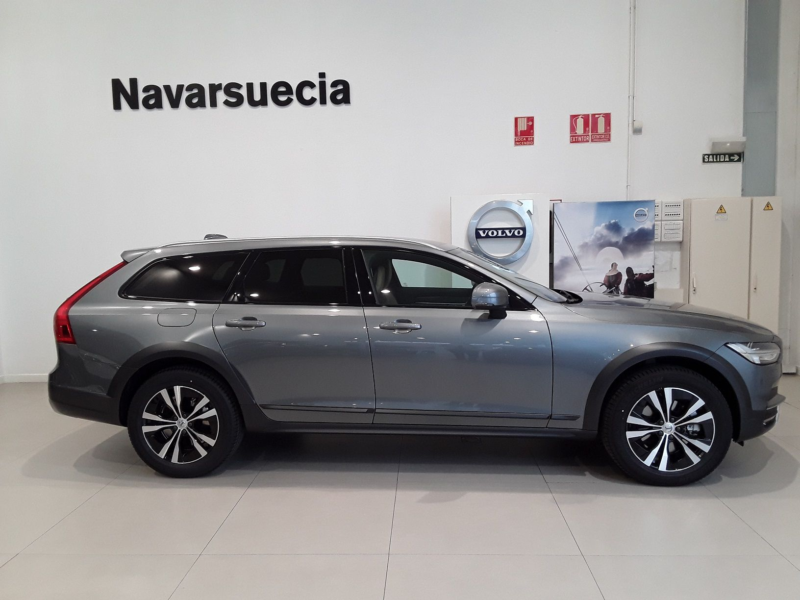 VOLVO V90 CROSS COUNTRY D4 AWD AT 611€ CUOTA DE RENTING
