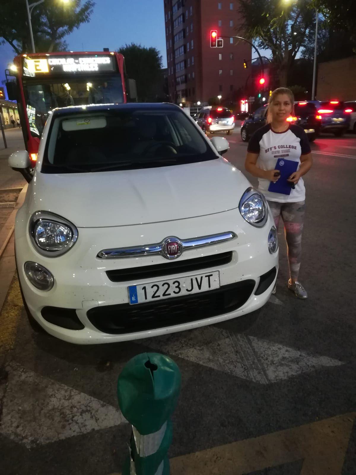 Milautomóviles entrega a Ana su Fiat 500