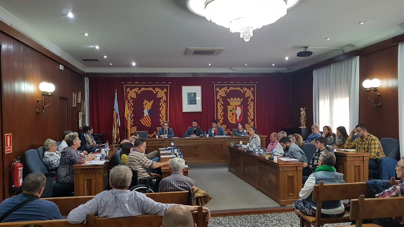 El Ayuntamiento de Vinaròs aprueba una bonificación del 75% para los vehículos híbridos o eléctricos