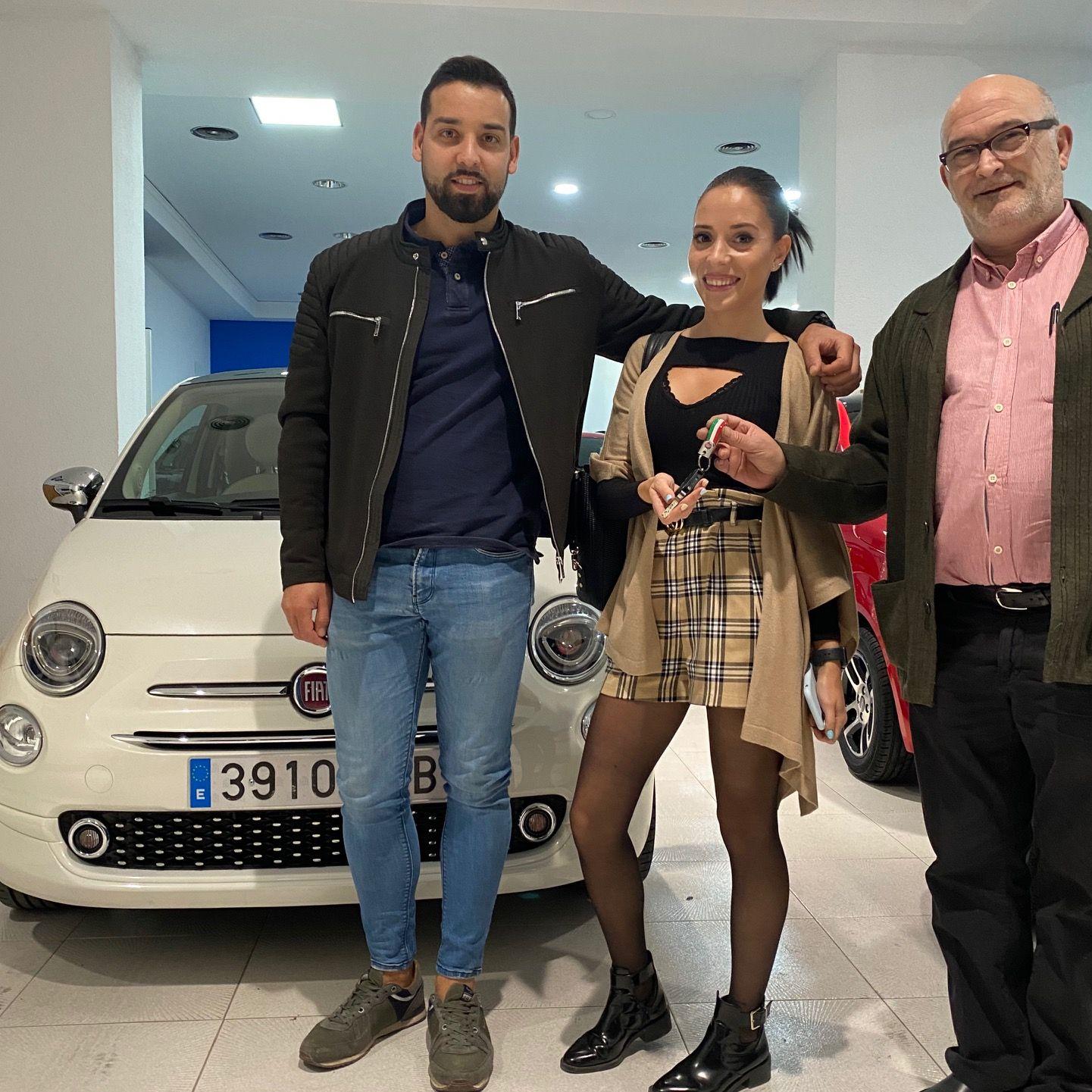 Milautomóviles entrega a Estefanía y José un fantástico Fiat 500
