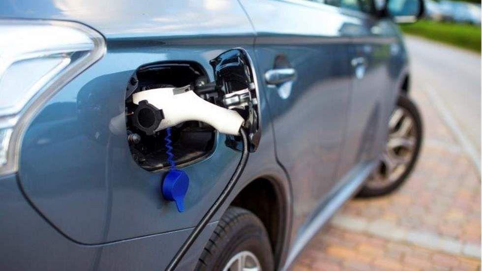 ¿Qué coche de segunda mano tarda más en venderse, uno eléctrico o un diésel/gasolina?