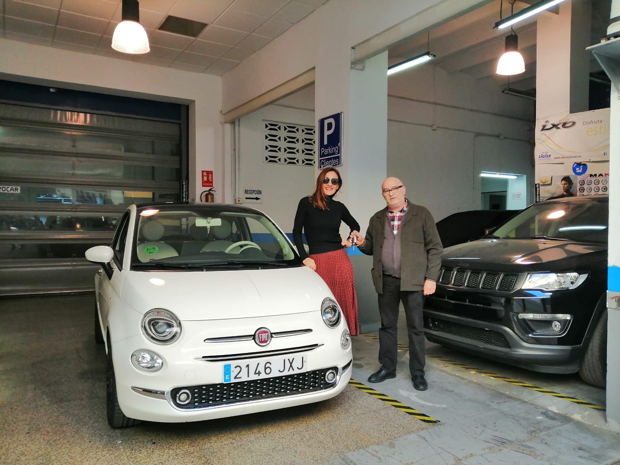 Milautomóviles hace entrega a Maite de un Fiat 500