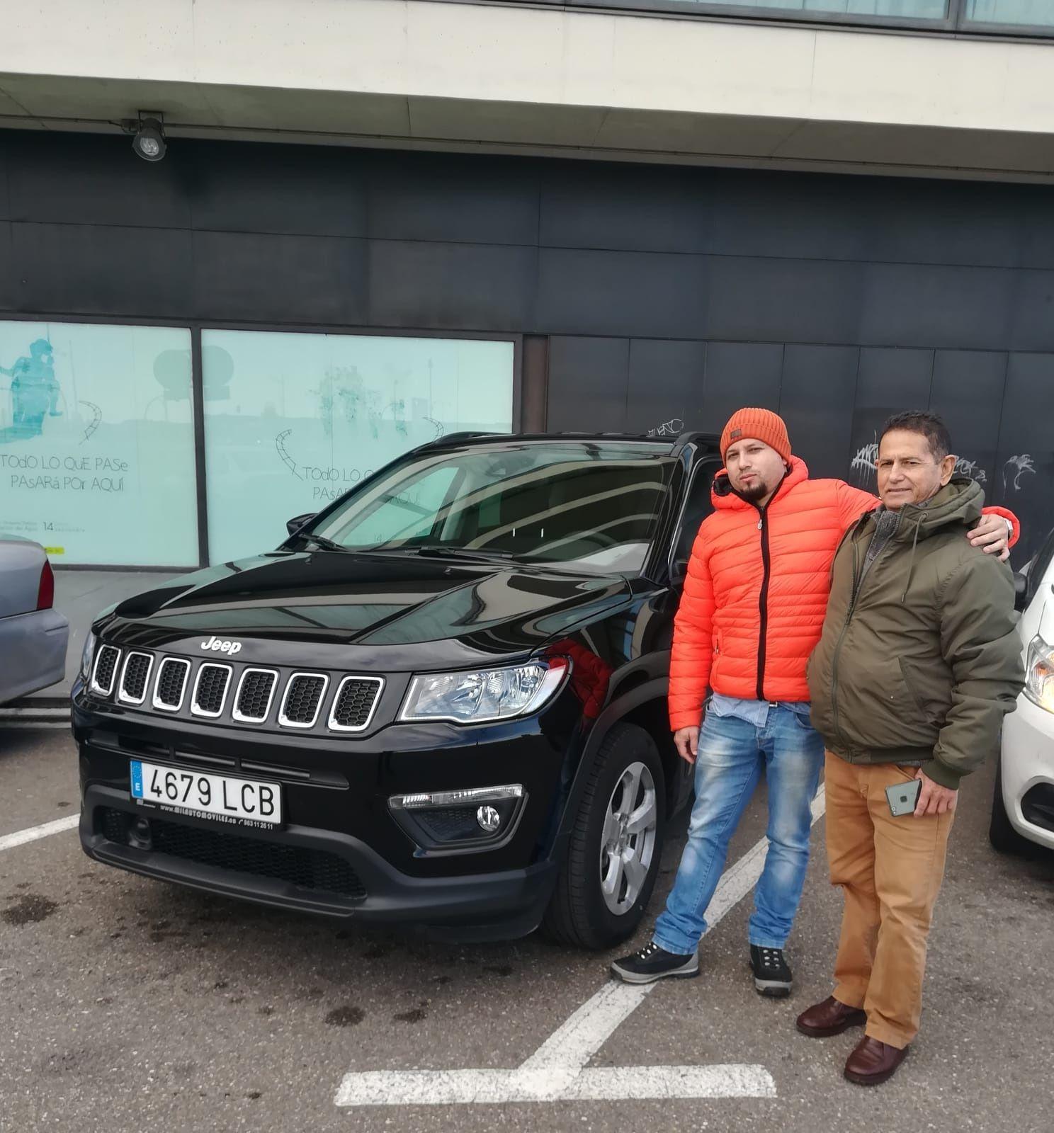 Milautomóviles entrega a Julián un tigre o León Jeep Renegade acabado Longitude