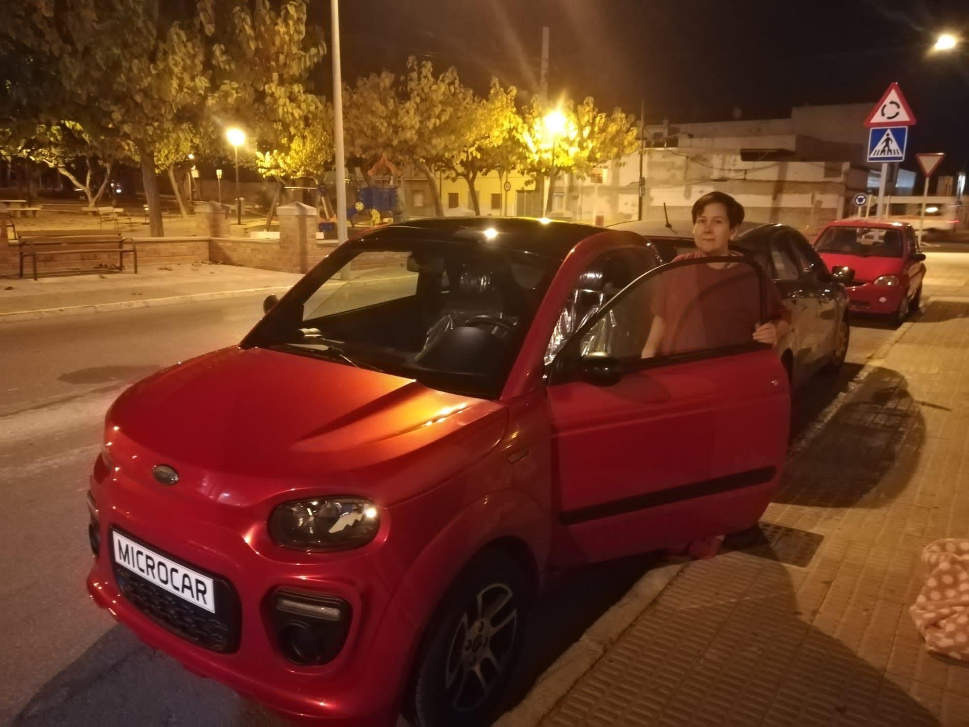Milautomóviles entrega un Microcar Due a María Mercedes