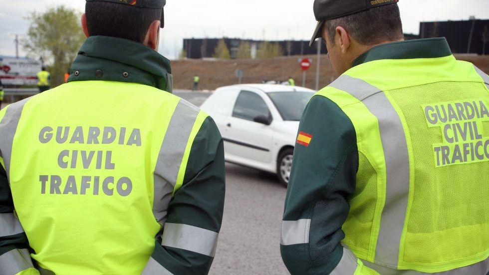 La DGT quiere que guardias civiles en la reserva examinen del carné de conducir