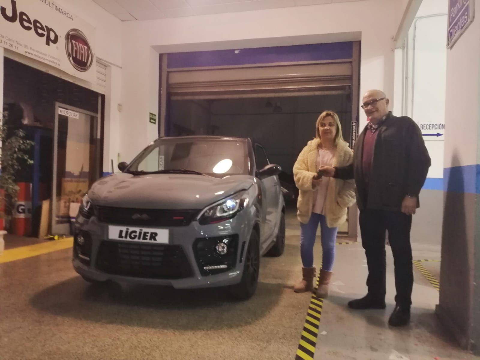 Milautomóviles entrega un  LigierJS50 Sport a María
