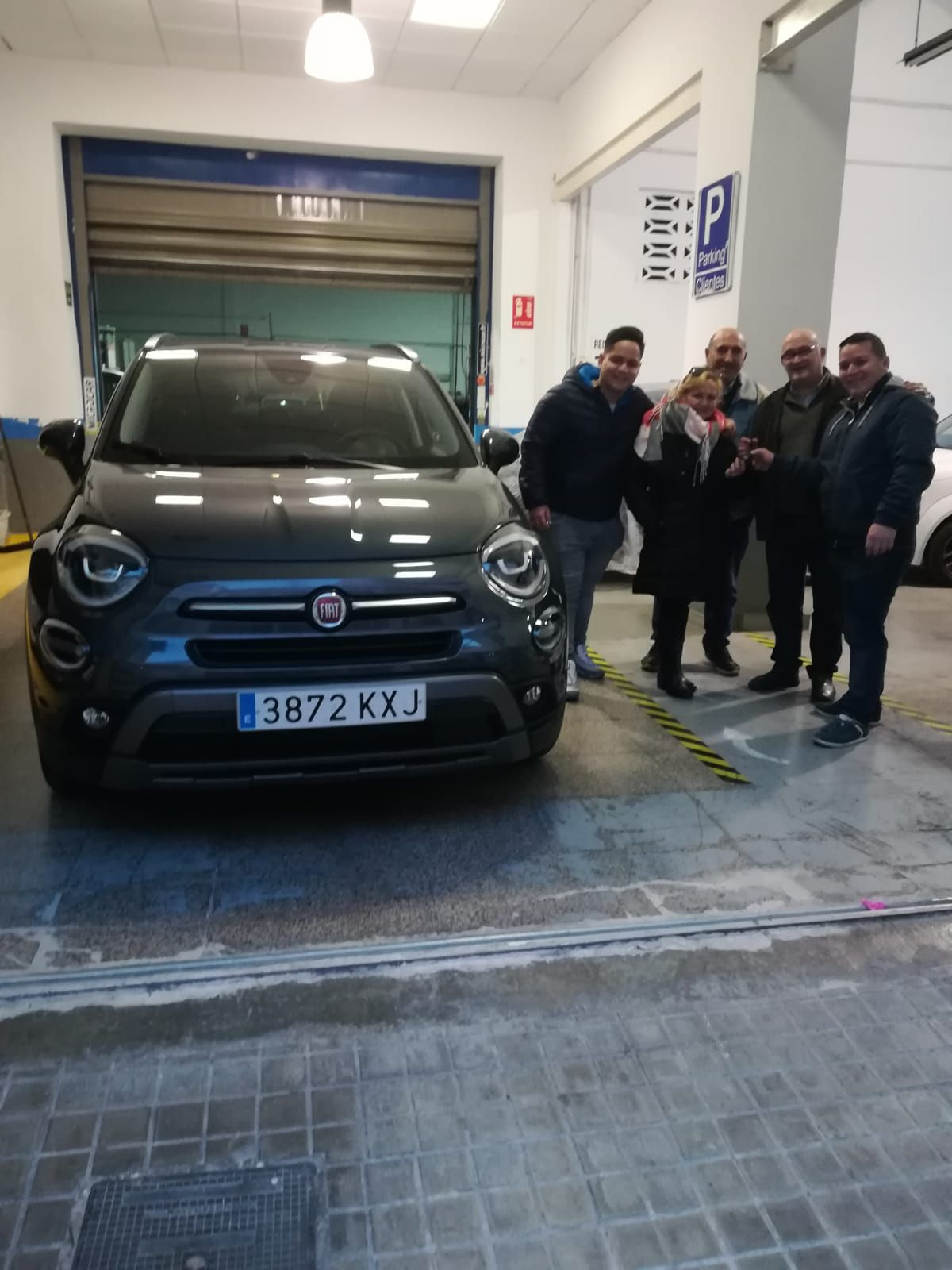 Milautomóviles entrega un Fiat 500 X Cross a la familia Destre