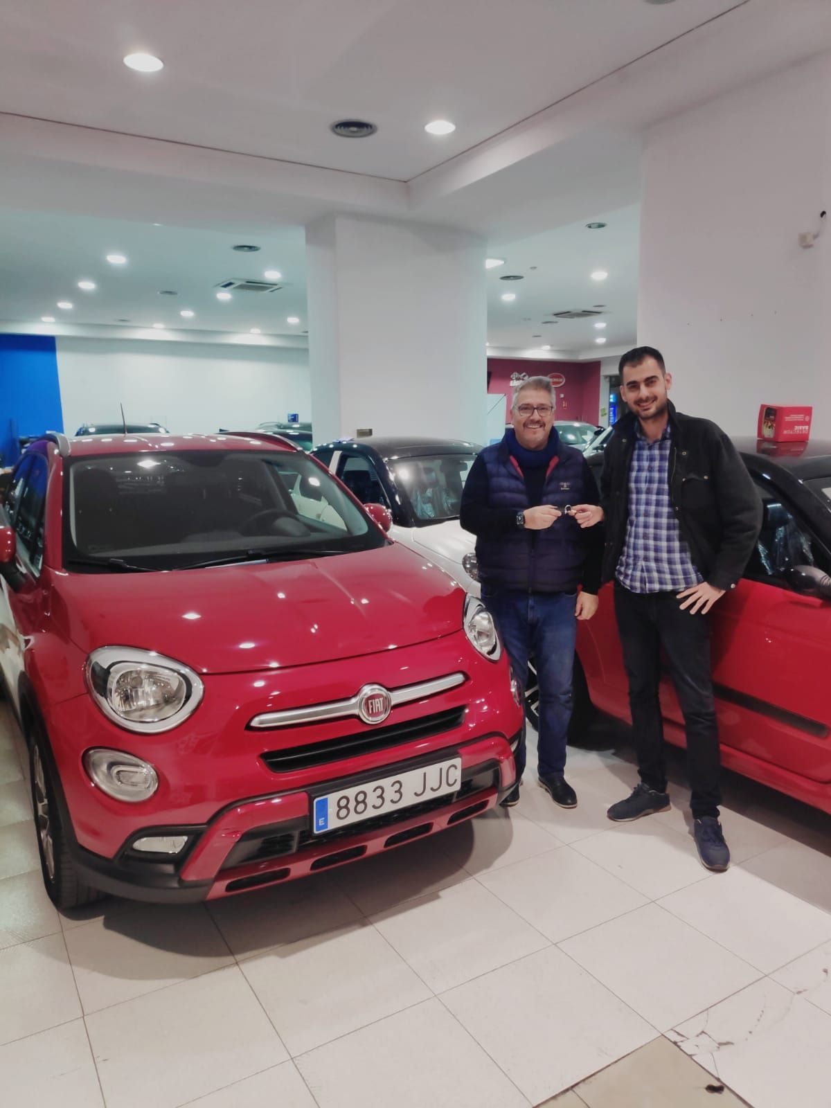 Milautomóviles entrega un Fiat 500X Cross, automático, 4x4 a Enrique vecino de Moncada