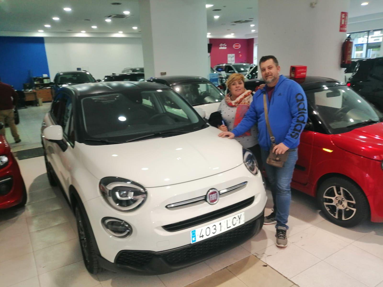 Milautomóviles entrega un Fiat 500X a Vicky y Pepe