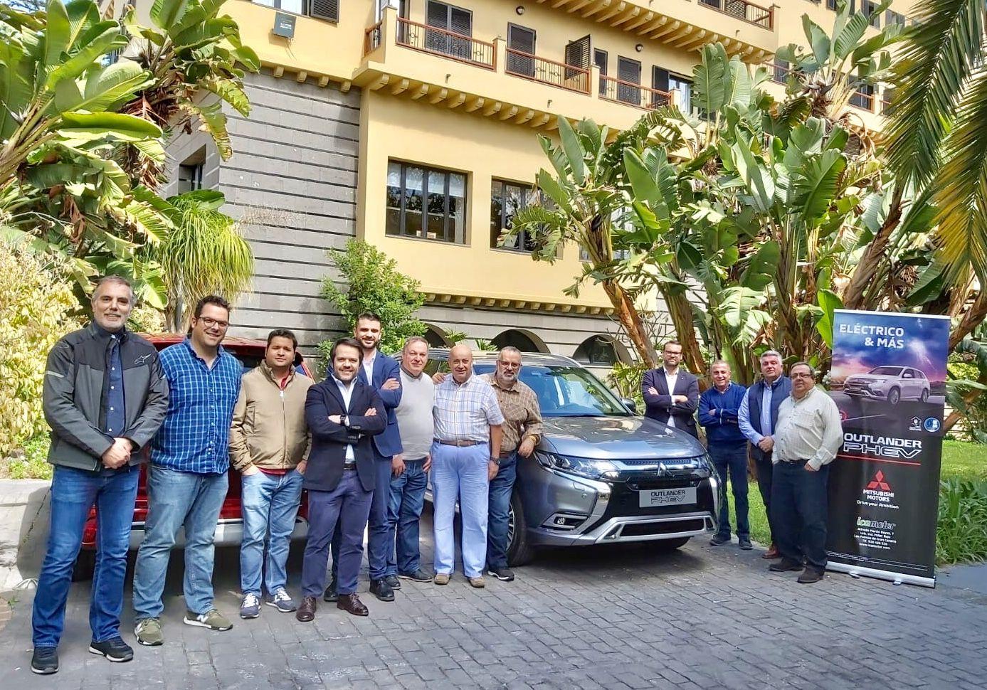 Javier de la Calzada presentó el Outlander PHEV a los medios de prensa locales.
