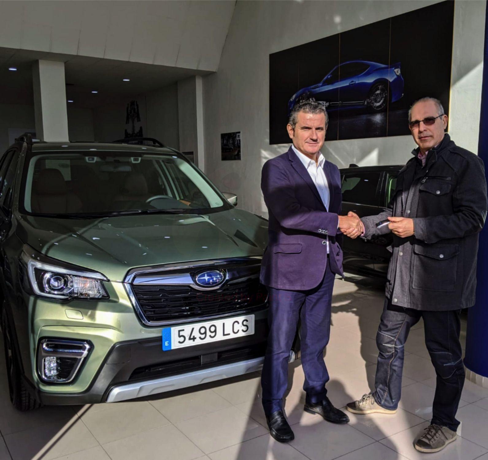 Subaru Valencia entrega el primer Forester Eco Hybrid
